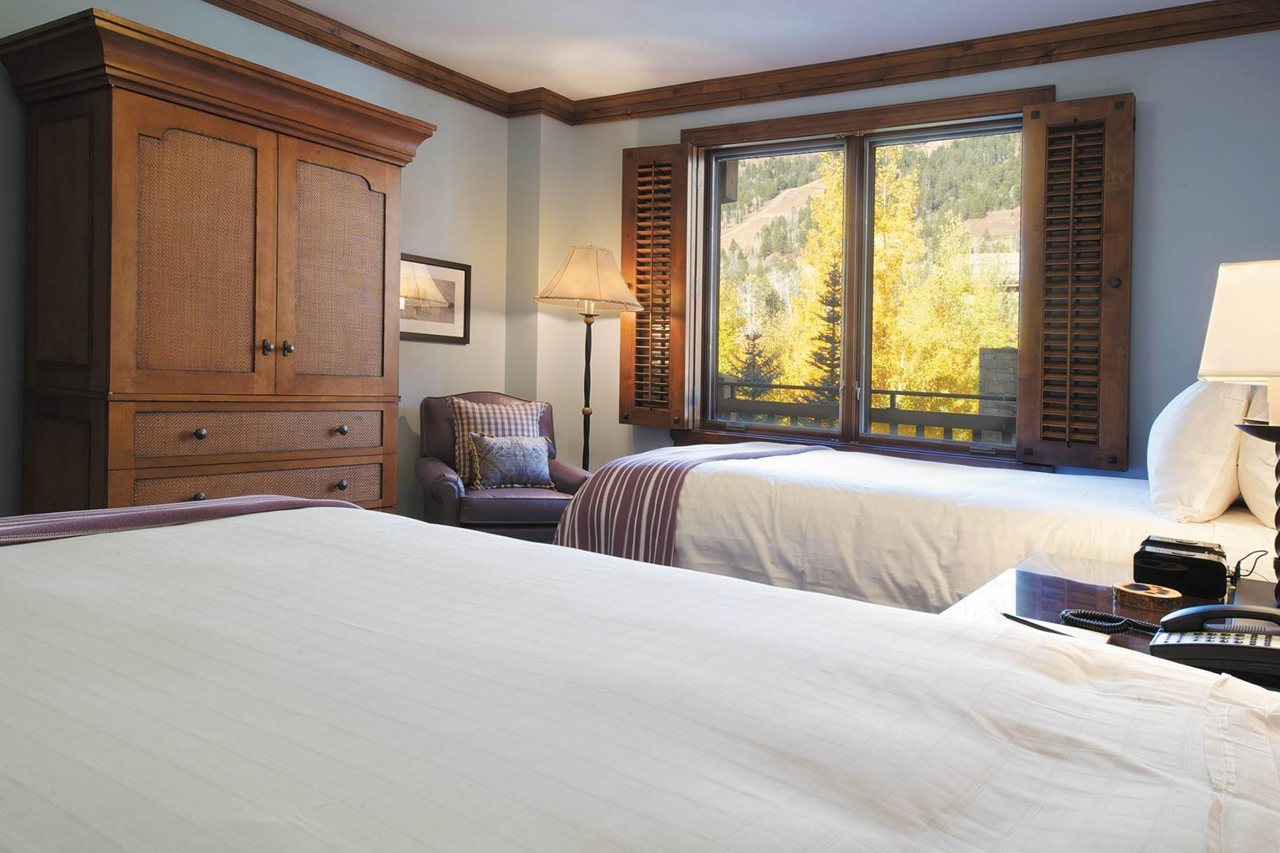 6. Condominiums for Sale at Refreshed Four Seasons Private Residence 7680 N Granite Loop Road, Unit 850 Teton Village, Wyoming 83025 United States