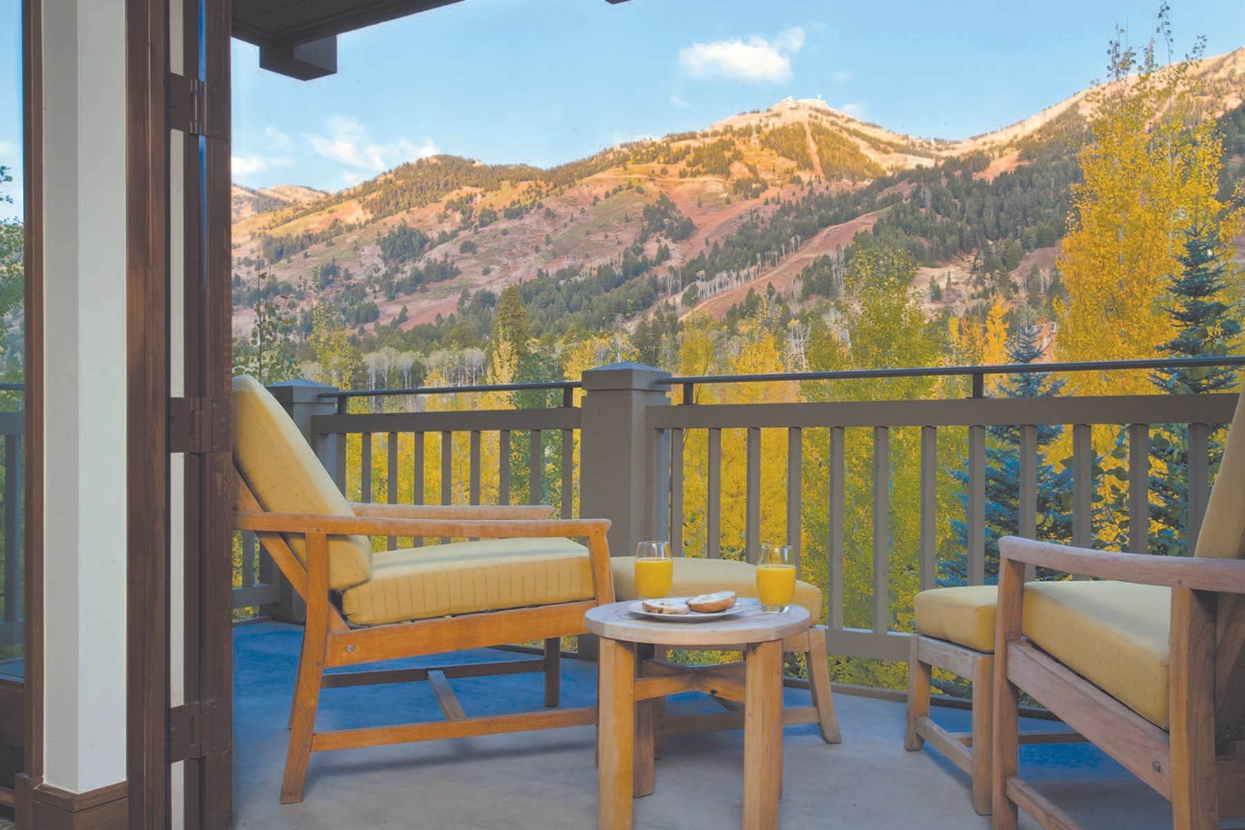 3. Condominiums for Sale at Refreshed Four Seasons Private Residence 7680 N Granite Loop Road, Unit 850 Teton Village, Wyoming 83025 United States