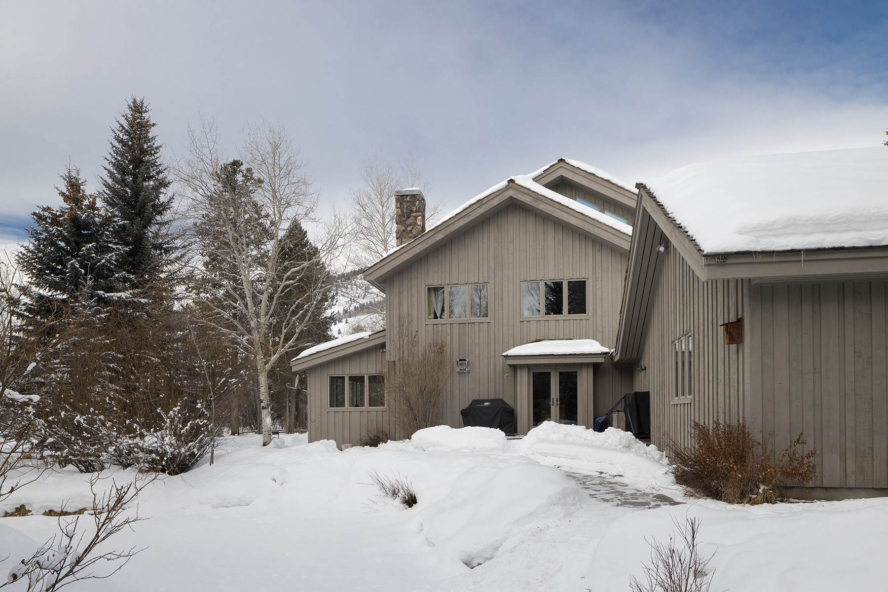 25. Single Family Homes for Sale at Western Sophistication 3205 N Teton Pines Dr Wilson, Wyoming 83014 United States