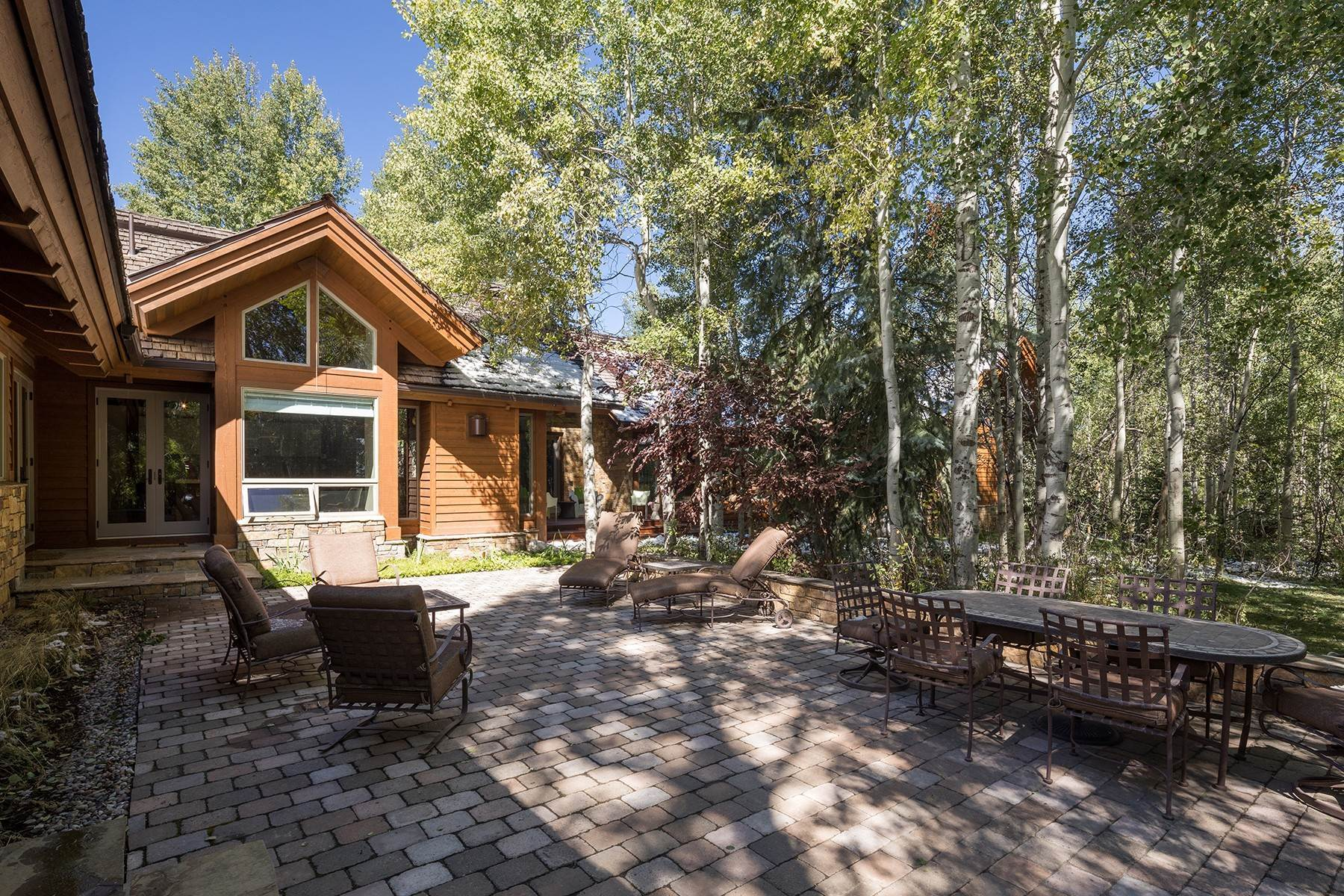 20. Single Family Homes for Sale at Sophisticated Elegance in Gros Ventre North 2540 Trader Road Jackson, Wyoming 83001 United States