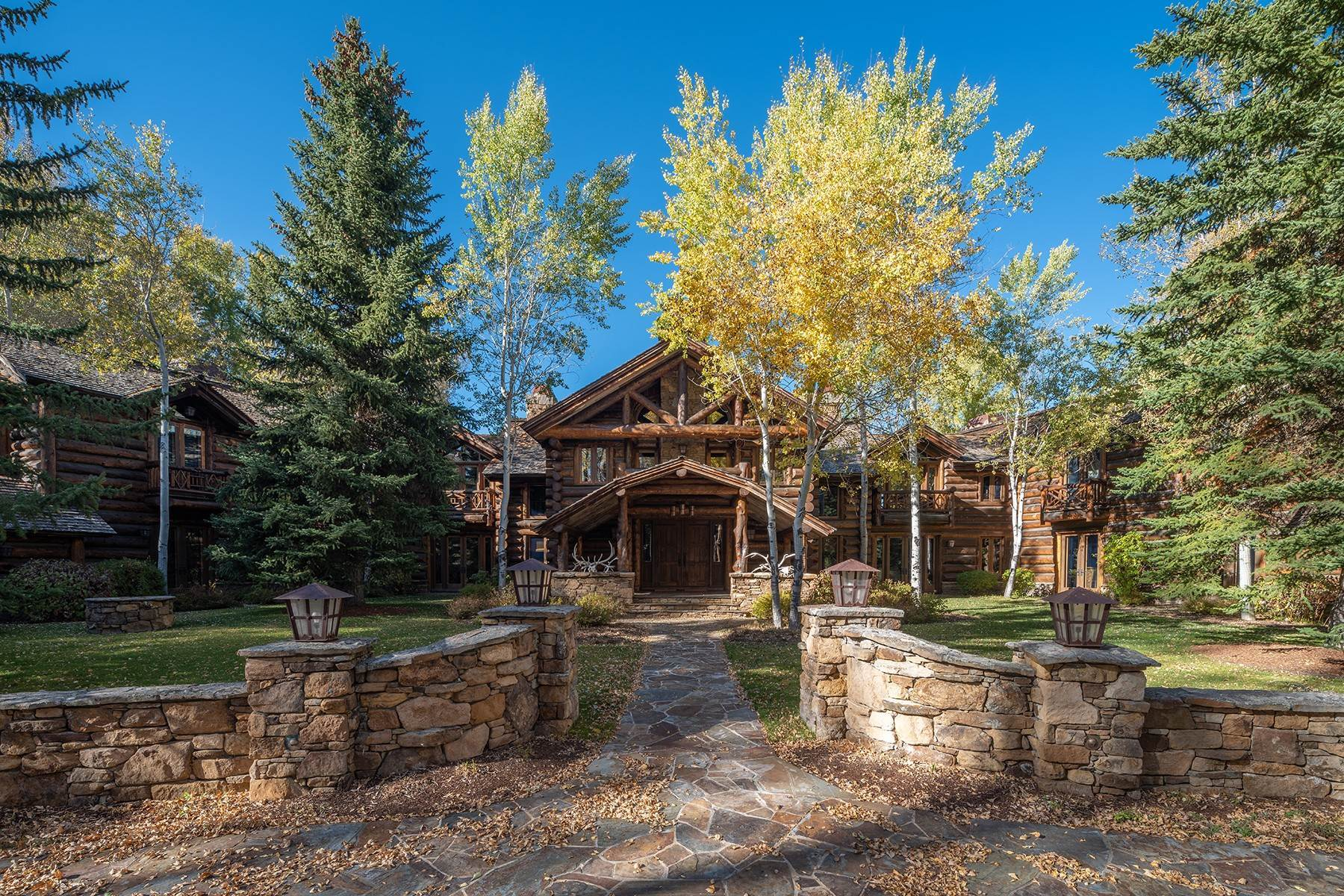 6. Single Family Homes for Sale at Elk Run Estate 1345/1245 Bugling Elk Trail Jackson, Wyoming 83001 United States