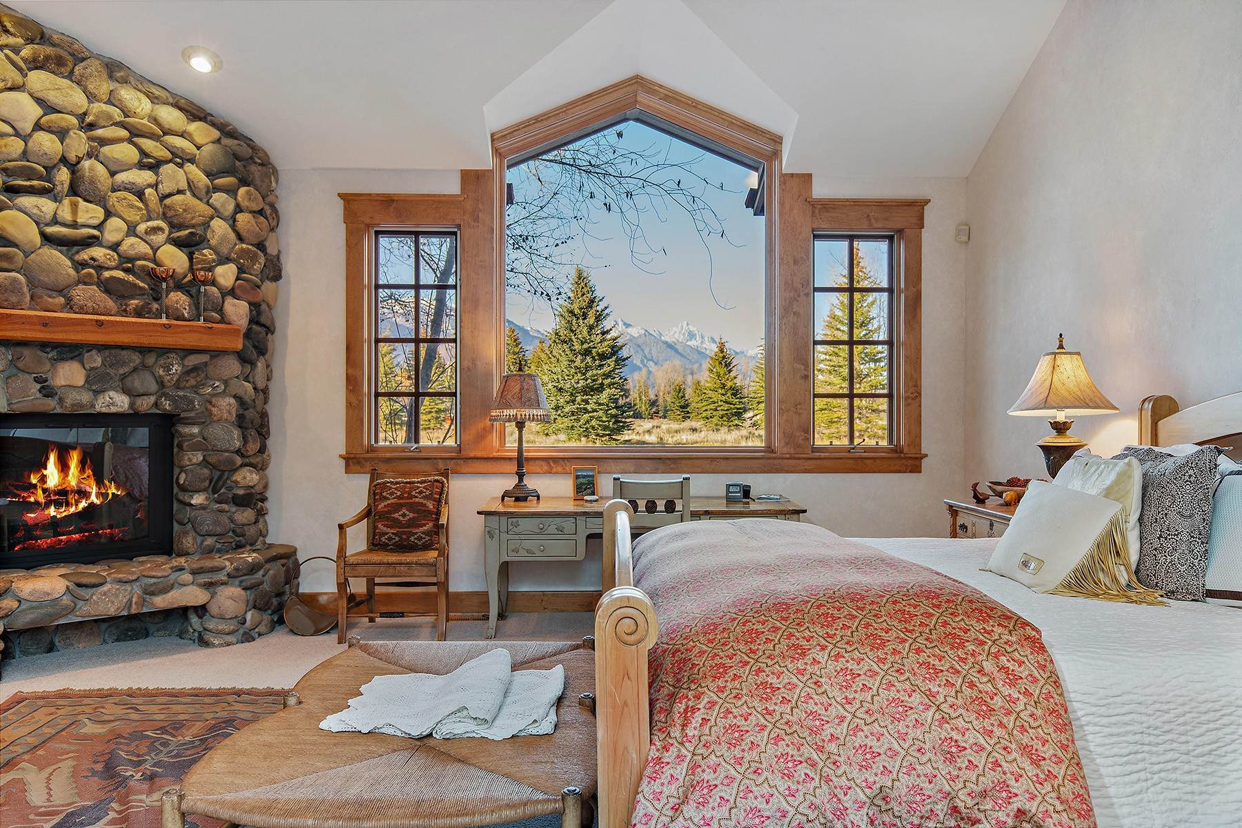 14. Single Family Homes for Sale at 2650 W Stonecrop Road Jackson, Wyoming 83001 United States