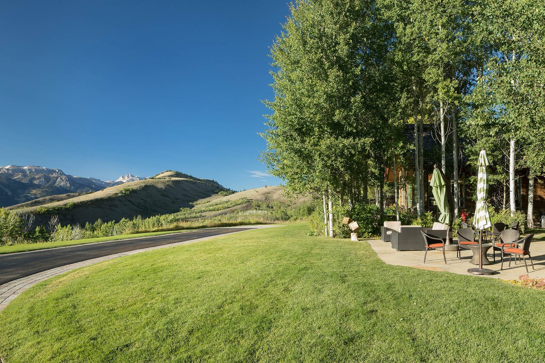 29. Single Family Homes for Sale at Sophisticated Elegance in Gros Ventre North 2540 Trader Road Jackson, Wyoming 83001 United States