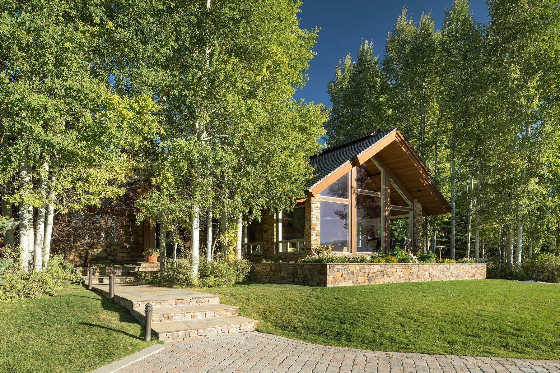 31. Single Family Homes for Sale at Sophisticated Elegance in Gros Ventre North 2540 Trader Road Jackson, Wyoming 83001 United States